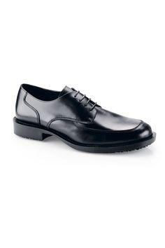 Zapato de vestir de piel genuina de la marca Shoes for Crews con cordones de alta calidad repelente al agua. Se trata de un zapato reforzado con costuras y su suela externa es SFC Mighty Grip amortiguadora de golpes para proteger tus pies. Tiene plantillas acolchonadas que pueden quitarse y su suela es antideslizante para proteger al usuario de líquidos en superfícies. ¡Muy elegante! #MasUniformes #RopaLaboral #UniformesDeTrabajo #VestuarioOnline #Zapatos #CalzadoLaboral