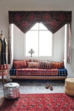 50 Best Moroccan Living Room Decor Ideas - Home Decor & Design Living Room New York, Home Living, Living Spaces, Apartment Living, Modern Living, Moroccan Decor, Moroccan Style, Moroccan Interiors, Moroccan Curtains