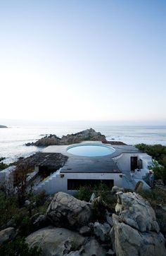Tastefully designed by architect Tatiana Bilbao, this exotic beach house is located on the pretty shoreline of Mexico. The structure was built more on the concept of a camp with separate interconnected rooms where you basically, enter one to exit another. Although it looks like a downside, it saves space and when you get to see the amazing outdoor roof pool, it suddenly changes your mind.