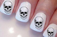 Diseños de uñas con sellos estampados, diseño de uñas con sello de calaveras.   #decoraciondeuñas #nailsdesign #uñasdeboda