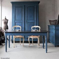 Aubusson Blue Chalk Paint® by Annie Sloan. Darkened and sealed with Dark Soft Wax, this rich, deep blue set would make a beautiful statement in any space. <3