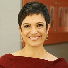 Pixie haircut is really appealing and perfect idea for ladies who demand to change their looks completely. So today I will appearance you the latest pixie haircut ideas that will accomplish you look adorable and chic. Short Pixie Haircuts, Short Hairstyles For Women, Diy Hairstyles, Short Hair Cuts, Pixie Cuts, Hairstyles 2018, Latest Hairstyles, Hairdos, Haircut For Older Women