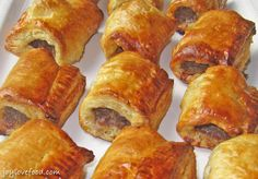 Dutch Sausage Rolls (Saucijzenbroodje) – spiced meat rolled in puff pastry, a delicious appetizer or snack, perfect for the holiday season or anytime! Sausage Rolls Puff Pastry, Puff Pastry Recipes, Julia Childs, Pepperidge Farm Puff Pastry, Indonesian Food, Indonesian Recipes, Indian Recipes, Appetisers, Yummy Appetizers