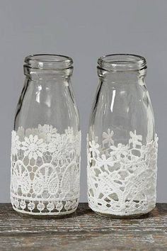 Decorative Bottles : Decorative Milk Bottles with Lace, con botes Juanito Fernandez DIY & Crafts Wine Bottle Crafts, Mason Jar Crafts, Bottle Art, Shabby Chic Accessories, Diy Accessories, Bottles And Jars, Milk Bottles, Glass Bottles, Milk Jars