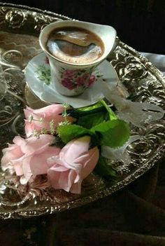 for you my friends☕❤☕ exquisito y bello KF Coffee Vs Tea, Spiced Coffee, Coffee Cafe, Coffee Break, Morning Coffee, Good Morning, Tea And Books, Coffee Photography, Love Rose