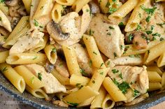 Slimming Eats Syn Free Creamy Chicken and Mushroom Pasta - gluten free, Slimming World and Weight Watchers friendly Chicken Parmesan Pasta, Creamy Garlic Chicken, Garlic Chicken Recipes, Easy Chicken Dinner Recipes, Chicken Meals, Easy Recipes, Cooking Recipes, Slimming World Chicken Dishes, Slimming World Recipes Syn Free