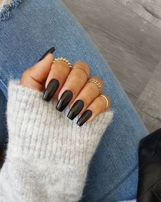 Semi-permanent varnish, false nails, patches: which manicure to choose? - My Nails Black Acrylic Nails, Best Acrylic Nails, Black Coffin Nails, Black Acrylics, January Nail Colors, Hair And Nails, My Nails, Glitter Nails, Faux Ongles Gel