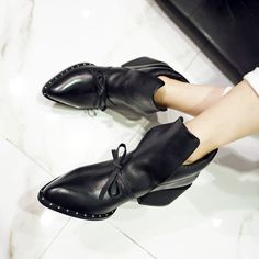 41 ideas boots ankle flat booties style 41 Ideen Stiefel Knöchel flache Stiefel Stil This image has get Ankle Boots, Bootie Boots, Shoe Boots, Shoes Sandals, Men's Boots, Flat Booties, Leather Booties, Mode Shoes, Chanel Boots