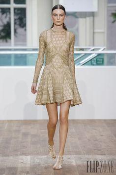 Julien Macdonald Spring-summer 2015 - Ready-to-Wear - http://www.flip-zone.net/fashion/ready-to-wear/independant-designers/julien-macdonald-4922 - ©PixelFormula