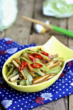 Sautéed Celery with Dried Tofu Slices --- A very simple homemade cuisine. You can add seasonings according to your own taste. Celery Recipes, Tofu Recipes, Vegetarian Recipes, Healthy Food Blogs, Healthy Diet Recipes, Healthy Eating, Dried Tofu, Vegan Menu, Vegan Food
