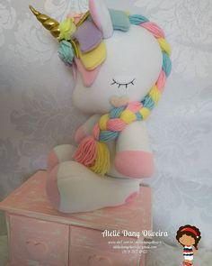 #unicorniofofinho #unicornio #festainfantil #festatop #festaunicornio #maedemenina #maternidade #maternidadereal #decoracaoinfantil #decoradores #party #fotografia #newborn #brasil #saopaulo #bragançapaulista Felt Doll Patterns, Stuffed Toys Patterns, Unicorn Doll, Unicorn Party, Craft Stick Crafts, Felt Crafts, Sewing Crafts, Sewing Projects, Baby Mobile