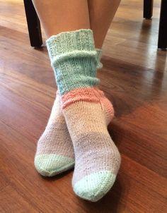 Teil 2 Socken-Mini-Knit-Along (schoenstricken. Laine Rowan, Knitting Socks, Hand Knitting, Knit Art, Hairpin Lace, Winter Socks, Short Socks, Cute Socks, Wool Socks