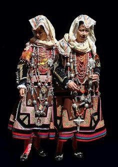 Traje tradicional de Vistas de La Alberca (Salamanca) con el que lucían sus mejores galas las mujeres de esta zona serrana salmantina. Incluso servía como traje de bodas.