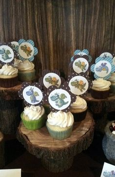 Dinosaur Picture Cupcakes on Tree Trunk Cupcake Stands