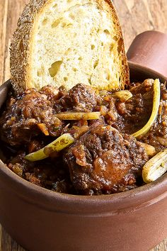 Traditional Roman Style Oxtail A dish that's a feast for all the senses. Traditional Roman Style Oxtail is as close as you can get t. Oxtail Recipes Easy, Beef Recipes, Italian Recipes, Russian Recipes, Curry Recipes, Fall Recipes, Italian Foods, Oxtail Stew, Oxtail Meat