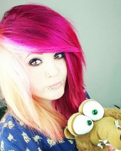 """Half pink and half blonde scene hair. still have that soft spots for the """"crazy"""" hair ...."""