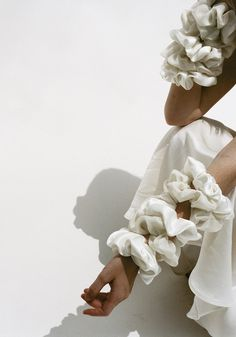Allow me to introduce you to Shaina Mote, a new-to-me, LA based label that has centered their ethos and practices around supporting their local economy and trades found within domestic garment manufacturing since Sustainability… Laura Lee, Diy Hair Scrunchies, Garment Manufacturing, Fru Fru, White Aesthetic, Diy Hairstyles, Silk Ties, A Boutique, Silk Satin