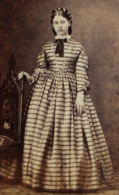 ANTIQUE CIVIL WAR ERA CDV PHOTO LOVELY YOUNG WOMAN PLAID HOOP DRESS NEWARK ILL