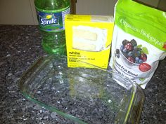 What you'll need: 12 oz can of any diet soda / 1 box of white cake mix / 16 oz bags of frozen fruit I've been wanting to try this recipe out, that is so easy to make and a healthy… Berry Cobbler, White Cake Mixes, Frozen Fruit, Biologique, Oatmeal, Berries, Organic, Diet, Canning