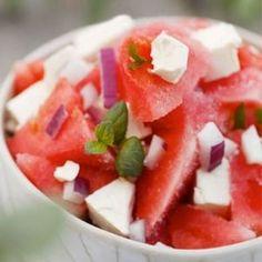 Uunijuuressalaatti | Salaatit, Lisukkeet | Kodin Kuvalehti Cantaloupe, Watermelon, Salsa, Fruit, Ethnic Recipes, Food, Essen, Salsa Music, Meals