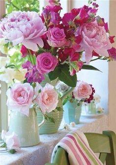 Ana Rosa Arrangement of various shades ~ pink roses My Flower, Pretty Flowers, Fresh Flowers, Pink Flowers, Pink Peonies, Red Roses, Deco Floral, Arte Floral, Beautiful Flower Arrangements