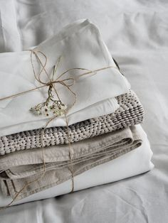 Fresh laundry - French linen bedding - How to care for your bed linen, with eco-friendly dry cleaners BLANC London [AD] Diy Sofa, Diy Bed, Master Suite, Black Bed Linen, Striped Cushions, Linen Towels, Minimalist Bedroom, Minimalist Decor, Wash Bags