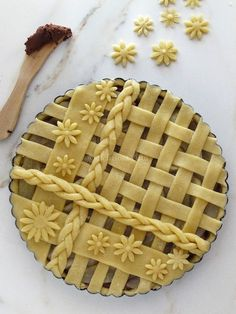 Tart with ricotta, pears and chocolate Kuchen Rezepte Ga? - Tart with ricotta, pears and chocolate cheese 🍉 - Pie Decoration, Decoration Patisserie, Pie Dessert, Dessert Recipes, Just Desserts, Delicious Desserts, Pie Crust Designs, Pie Cake, Creative Food