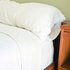 Deep-Clean Mattress. Open box of baking soda, add 10 to 20 drops of your favorite essential oil. Close box and give it a good shake to distribute the essential oil. Lavender, chamomile, sandalwood, and ylang ylang are all soothing scents that would be wonderfully calming and naturally antibacterial. Rub mixture into mattress, let sit for an hour. Deep Cleaning, Cleaning Diy, Matress Cleaning, Cleaning Pillows, Bedroom Cleaning, Spring Cleaning, Cleaning Items, Cleaning Supplies, Popsugar