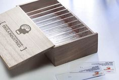To promote their viral marketing efforts, Italian advertising agency Enfants Terribles (aka Ebolaindustries) created these microscope slide business Business Card Design, Creative Business, Business Cards, Creative Design, Web Design, Graphic Design, Layout Design, Microscope Slides, Name Card Design