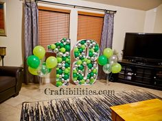 GIANT mosaic numbers / letters filled with balloons - Party decoration idea - DIY How to make tutorial - birthday Small Balloons, 5 Balloons, Number Balloons, Letter Balloons, Birthday Balloon Decorations, Diy Party Decorations, Birthday Balloons, Diy Birthday Number, 21st Birthday