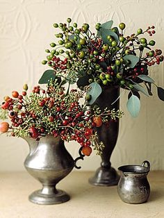 Arrangement Ideas Rose Hip Arrangement Rose hips mixed with eucalyptus fruit and leaves in pewter vessels put on an ebullient show.Rose Hip Arrangement Rose hips mixed with eucalyptus fruit and leaves in pewter vessels put on an ebullient show. Deco Floral, Arte Floral, Floral Design, Chic Halloween Decor, Winter Centerpieces, Simple Centerpieces, Centerpiece Ideas, Cranberry Centerpiece, Wedding Centerpieces