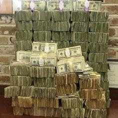 cada noche cuento grandes paquetes de billetes cada noche contabilizo mis ingresos de flujo de dinero