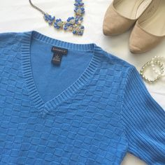 """SOFT Basic blue patchwork v-neck sweater Basic v-neck sweater with cute patchwork design. 3/4 length sleeves. This sweater is a medium weight knit that looks great with khakis for work or with jeans for a casual look on the weekend. Preloved but in good condition.  Bust: 20"""" Length: 23"""" Shoulders:17"""" Sleeve: 19""""  Tag says hand wash, but I have always machine washed with no issues. Fits pretty true to large size. Material: 60% cotton / 40% acrylic Sweaters V-Necks"""