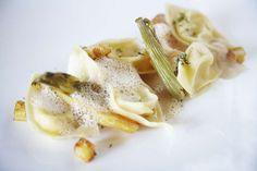 Tortellini @ Burrata Tortellini, Pasta Salad, Camembert Cheese, Ethnic Recipes, Food, Crab Pasta Salad, Essen, Meals, Yemek