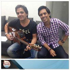 """""""O nosso CD é pensado na família"""", revela a dupla Guilherme & Santiago para o #ProgramaDaTarde http://r7.com/Ig5Y"""
