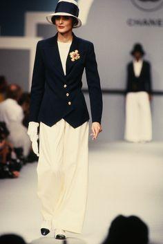 Inès de la Fressange lors du défilé prêt-à-porter Chanel printemps-été 1989
