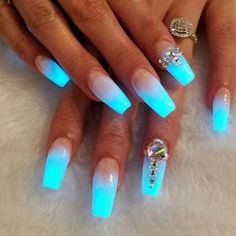 Ombre Nails – 175 Best Ombre Nails Ombre nail are goals ladies! Finding the very best ombre nails make us happy in life. There is just something about the color transitioning featured in ombre nails that offer an amazing perspective… Fancy Nails, Trendy Nails, Cute Nails, My Nails, Fabulous Nails, Gorgeous Nails, Glow Nails, Dark Nails, Bright Blue Nails