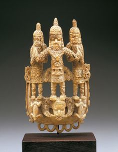 Africa | Waist pendant. Edo peoples. Benin kingdom court style. Benin city, Nigeria | Ivory | 18th century.