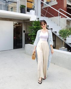 Korean Fashion Trends you can Steal – Designer Fashion Tips Korean Fashion Trends, Korean Street Fashion, Korea Fashion, Asian Fashion, Daily Fashion, Look Street Style, Pantalon Large, Moda Casual, Ulzzang Fashion