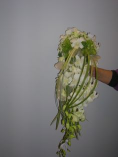 bruidsboeket - hangboeket elegant wit falenopsis boechout
