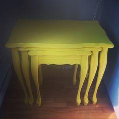 Tables gigognes jaunes soleil!