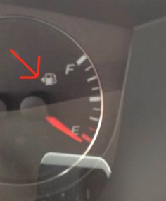 A Collection of Driving Tips To Make Time On The Road Easier - Mandatory Driving Humor, Driving Tips, Funny Driving, Videos Photos, Hacks Videos, Lifehacks, Guter Rat, Road Trip Hacks, Road Trips