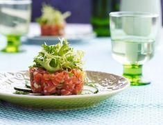 Lækker laksetatar med krydderurter Salad Recipes In Hindi, Diet Salad Recipes, Salad Recipes For Dinner, Healthy Recipes, Weight Loss Salad Recipe, Yummy Eats, Yummy Food, Indian Salads, Small Meals