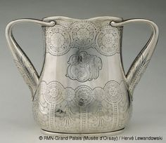 Tiffany & Co Loving Cup. c1902-1907. Chased and engraved sterling silver. (Musée d'Orsay - Paris, France)