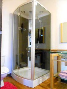 la plerine salle de bain privative cabine de douche spacieuse avec radio intgre