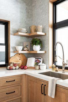 Modern And Trendy Kitchen Cabinets Ideas And Design Tips – Home Decor World Modern Kitchen Cabinets, Wooden Kitchen, Kitchen Redo, Rustic Kitchen, Wood Cabinet Kitchen, Oak Cabinets, Modern Farmhouse Kitchens, Kitchen Backsplash, Kitchen Furniture