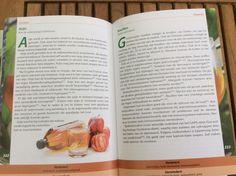 Vandaag kregen we het splinternieuwe boek van Juglen Zwaan binnen. Bijna 500 bladzijden met duidelijke informatie over voedingsmiddelen en hun effecten op je lichaam. Zeer goed gedocumenteerd maar heel leesbaar, ook voor beginners. Als je al veel basiskennis hebt is het een prachtig naslagwerk. Via de link kom je op onze boekenpagina. Je kunt daar doorklikken naar Bolcom voor gemakkelijk bestellen, boven 20 euro, dus zonder verzendkosten