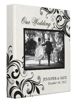 I absolutely love this black and white wedding album♥