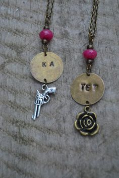 New design, with gun and rose charms, of the inspired by The Dark Tower books series by the genius Stephen King, Ka-Tet necklaces set for couples or best friends by VALKYRIE´S SONG