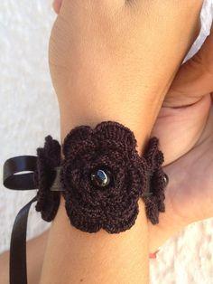Crochet noir gothique fleuri Bracelet avec ruban par ArtofAccessory